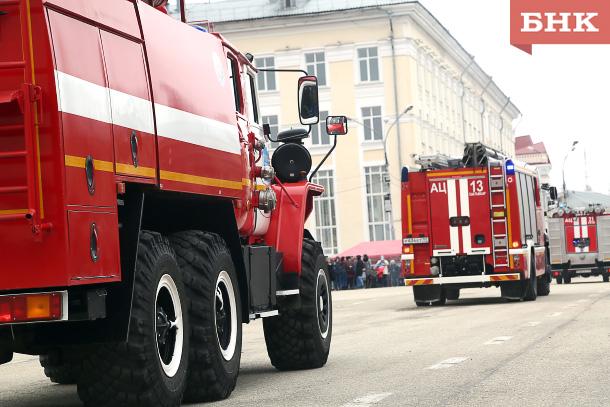 На Стефановской площади тушили пожары и тягали внедорожники