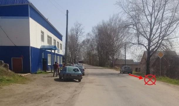 В Усть-Куломе иномарка задним ходом наехала на девушку